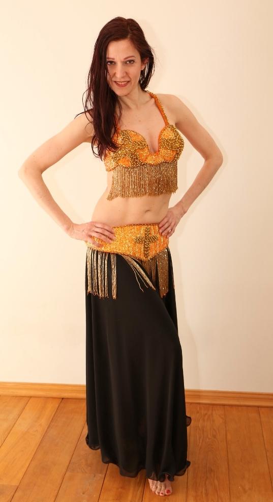 Araabia kõhutantsija kuldne kostüüm